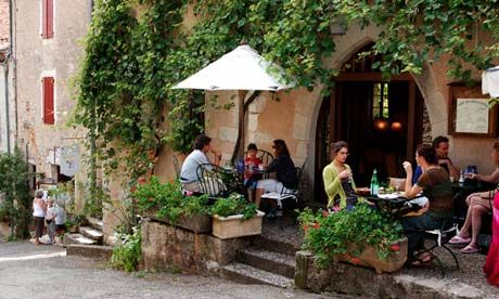 small-sidewalk-cafe-in-french-village